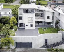 Газон на крыше дома, рассчитанного на 6 семей