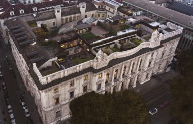 Озеленение кровли виллы, которую построили на крыше особняка